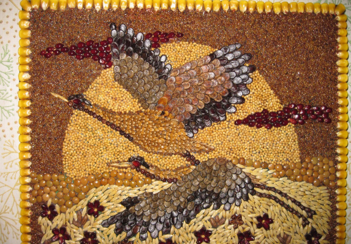 Панно из разноцветных круп и семян