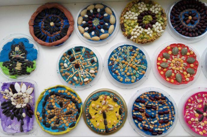 Панно на пластиковых тарелках