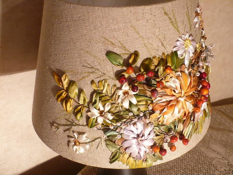 Несколько идей по изготовлению и декорированию абажура для настольной лампы своими руками