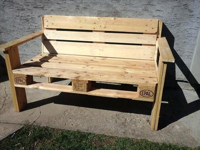 Удобная скамья из поддонов