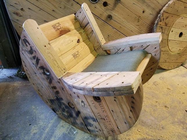 Кресло из катушки от кабеля