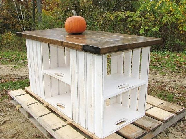 Садовый стол из деревянных ящиков