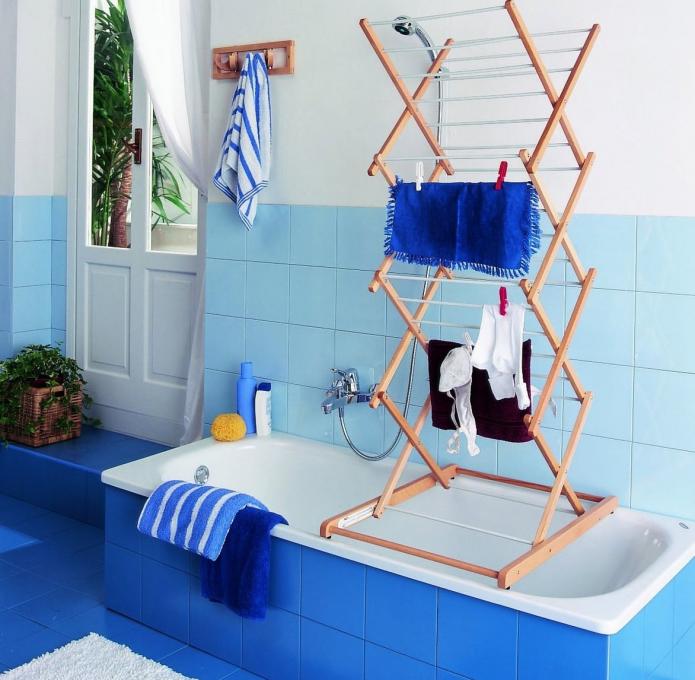 Складная деревянная сушилка на ванну