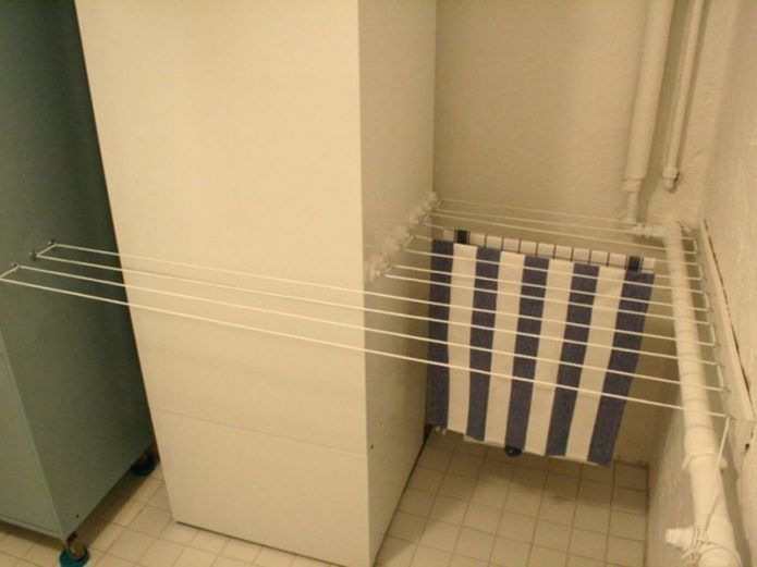 Сушилка в нише ванной комнаты
