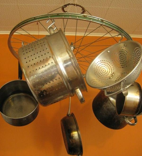 Подвес из велосипедного колеса для посуды