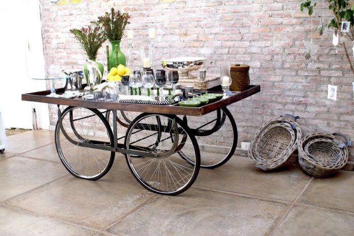 Сервировочный стол на велосипедных колёсах