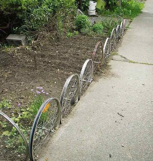 Бордюр садовой дорожки из велосипедных колёс