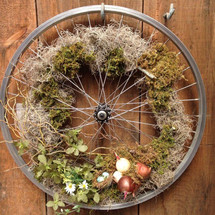 Осенний венок из велосипедного колеса