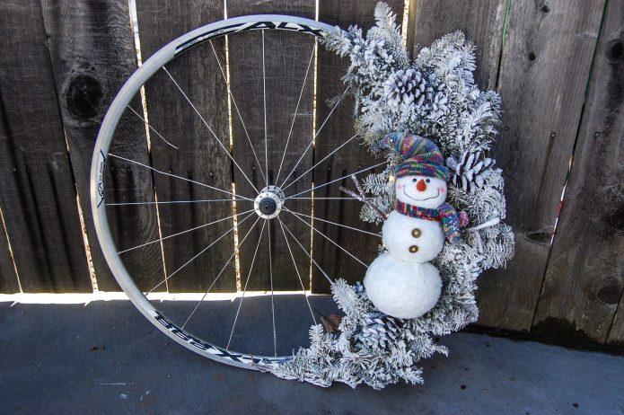 Рождественский венок из колеса