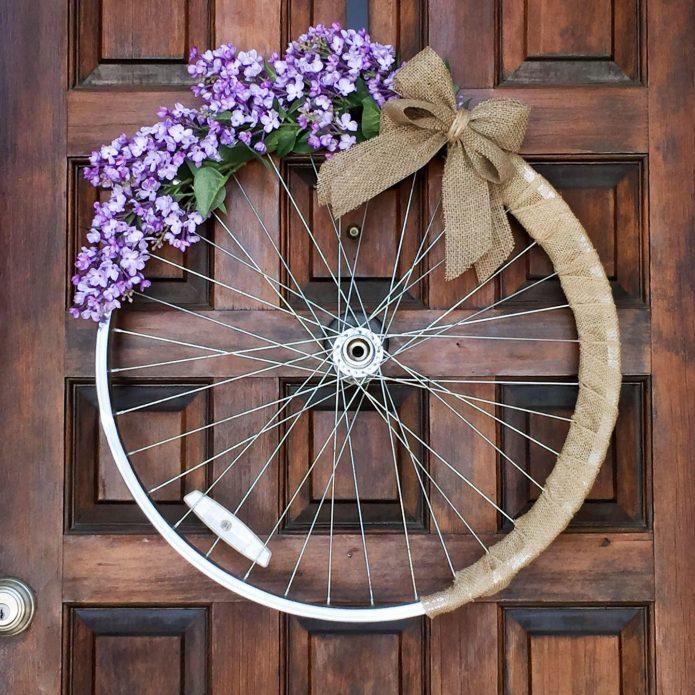 Весенний декор велосипедного колеса
