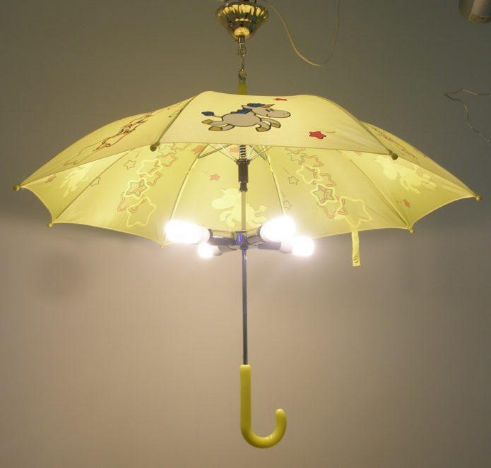 Светильник из зонта в детской комнате