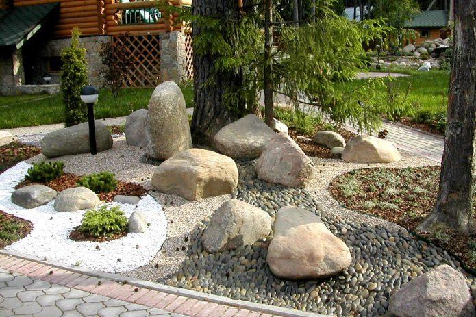 Каменный садик на дачном участке