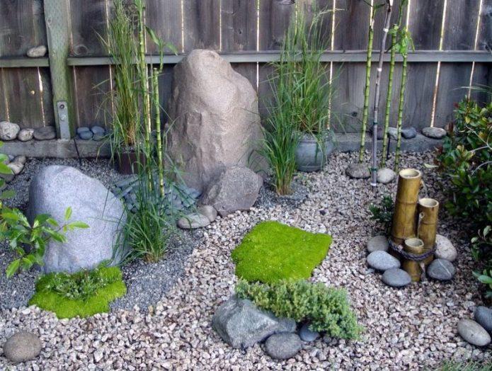 Каменный садик в японском стиле
