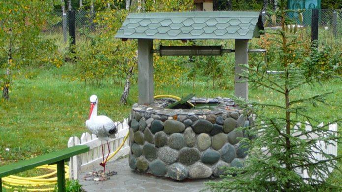 Дачный колодец, облицованный камнем
