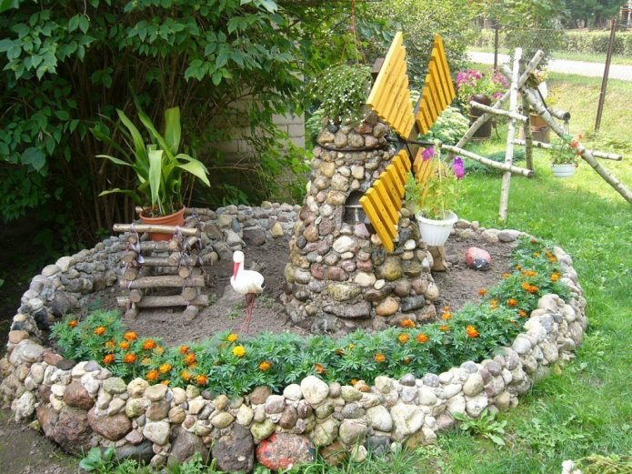 Декор из камней на садовом участке
