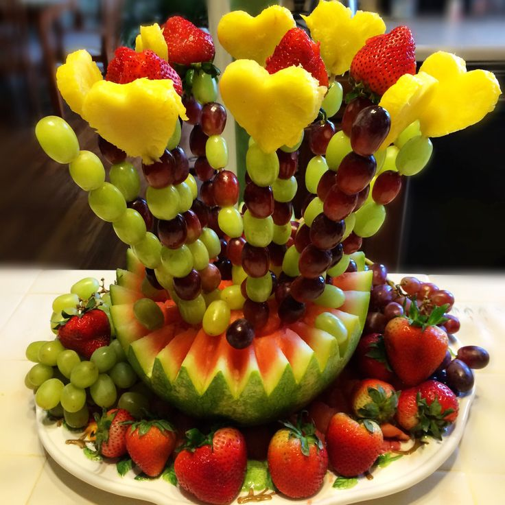 Красивый букет фруктов с днем рождения и торт