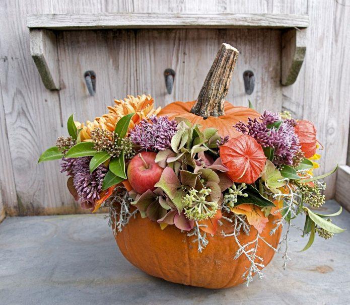 Осенний букет в вазе из тыквы
