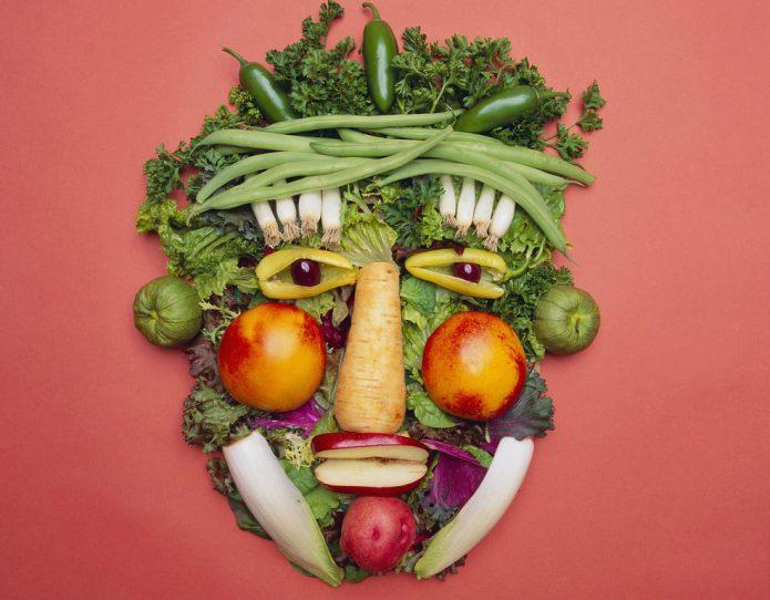 Декоративное панно из овощей, фруктов и зелени