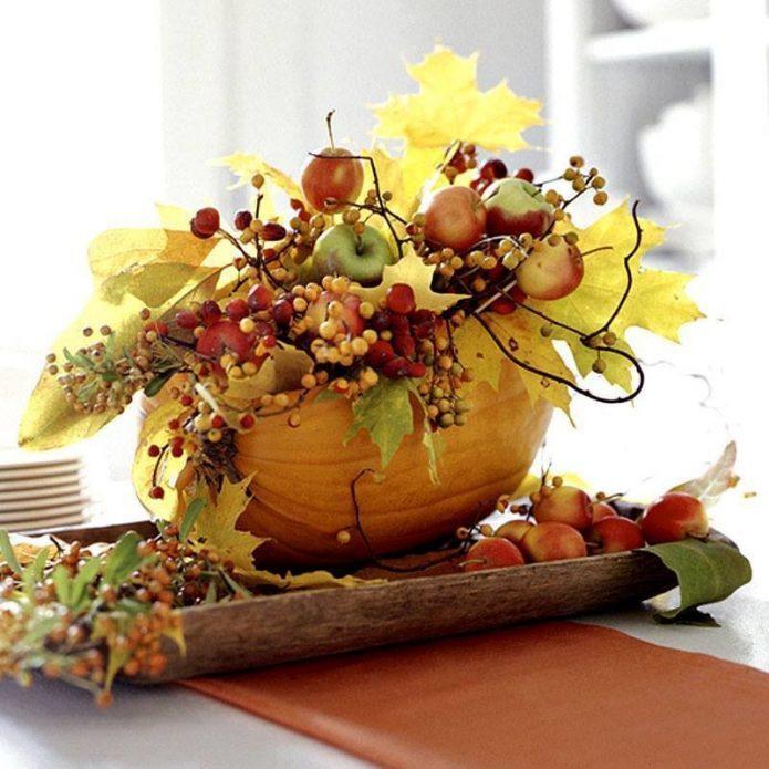 Осенняя композиция в вазе из тыквы
