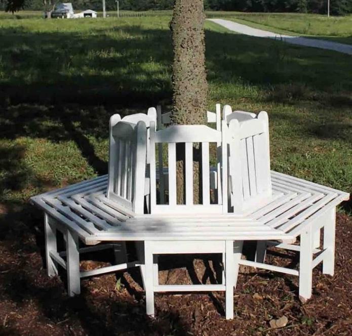 Приствольная скамья из старых стульев