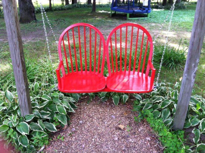 Оригинальные качели из двух стульев