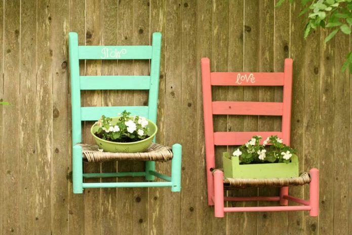 Подставка для цветов из старых стульев