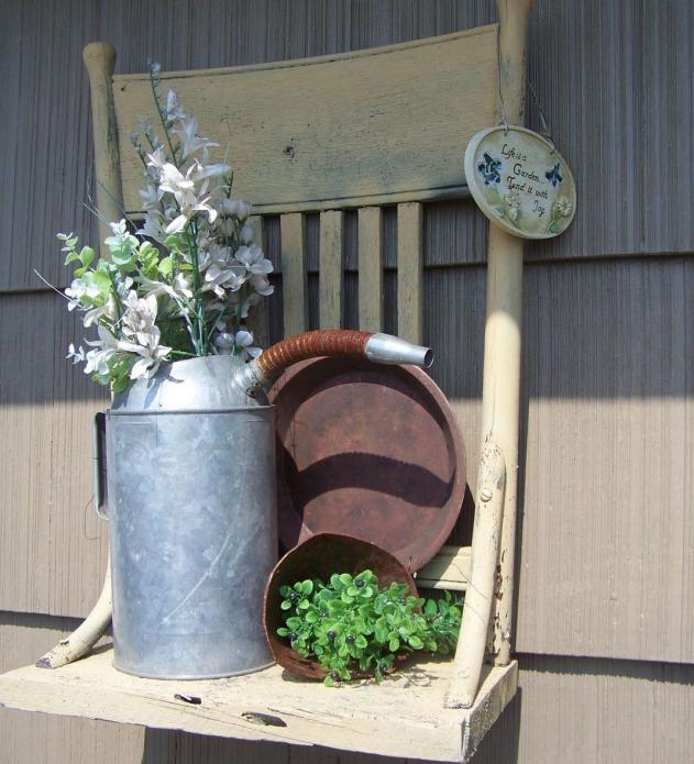 Контейнерная клумба из старого стула
