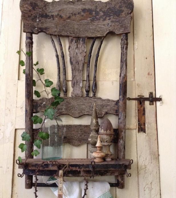Полочка на кухне из старого стула