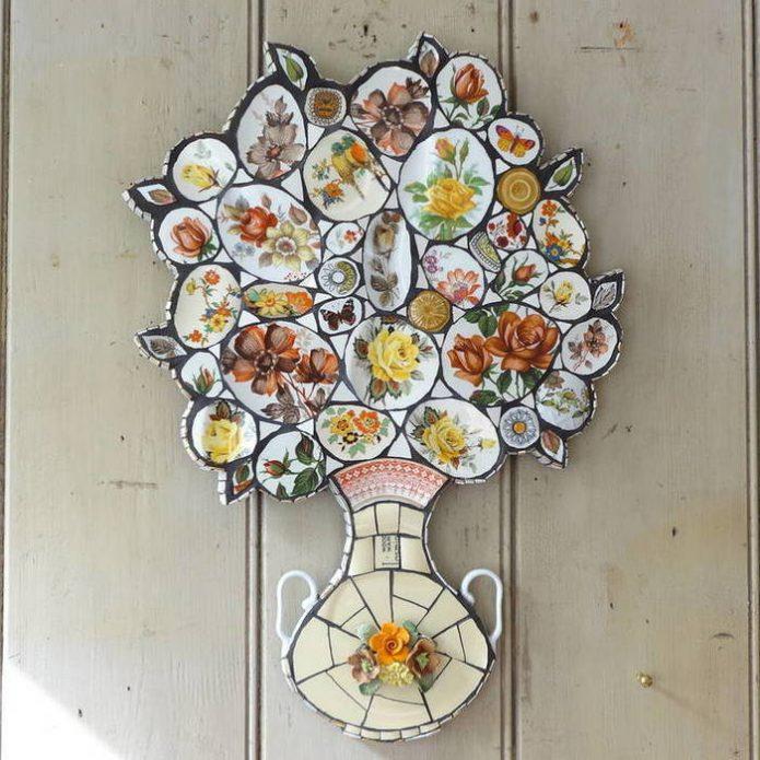 Колоритное мозаика из разбитых чашек