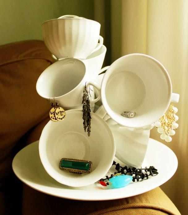 Органайзер для украшений из старых чашек