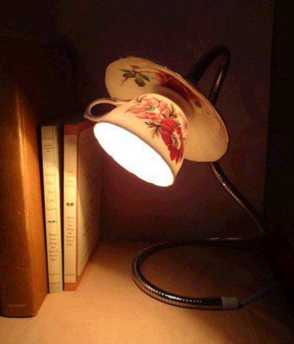 Настольная лампа с плафоном из старой чашки