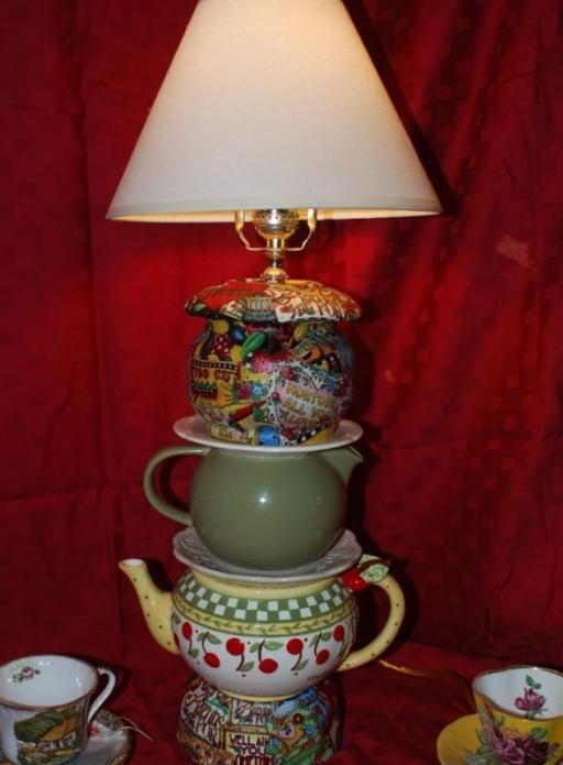 Оригинальная настольная лампа из посуды