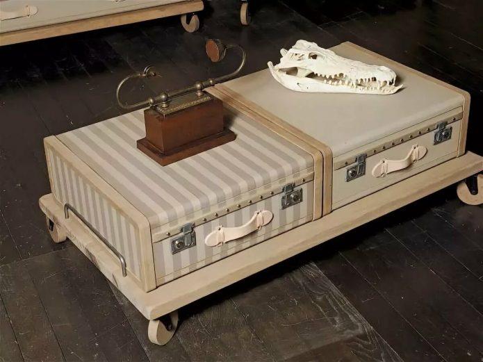 Журнальный столик на колёсах из двух чемоданов