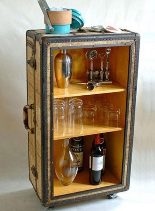 Мини-бар из старого чемодана