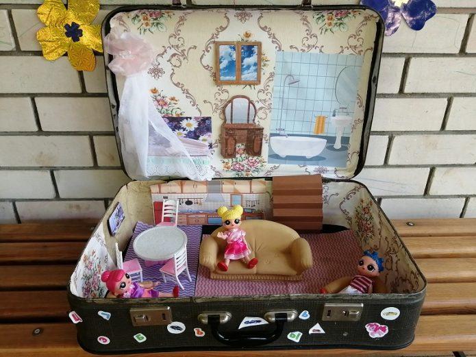 Домик для кукол из старого чемодана