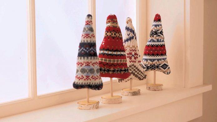 Самодельные ёлочки из остатков свитеров