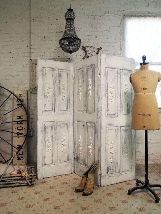 Ширма из старых дверей винтажного дизайна