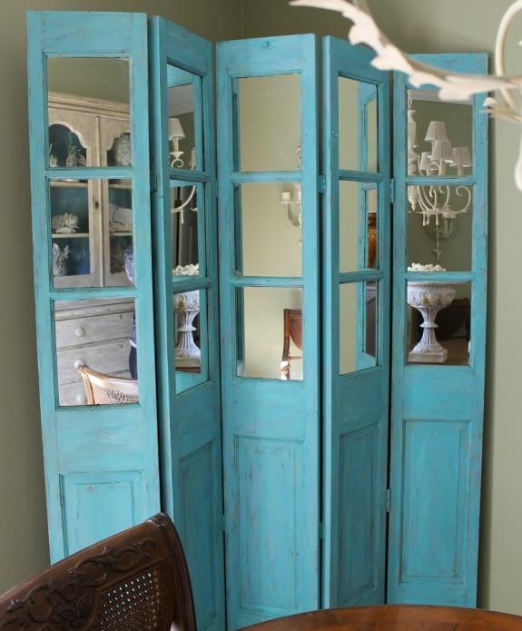 Ширма с зеркалом из старой двери