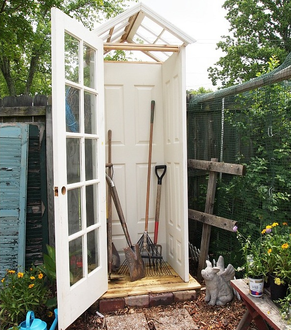 Сарай для садовых инструментов на даче