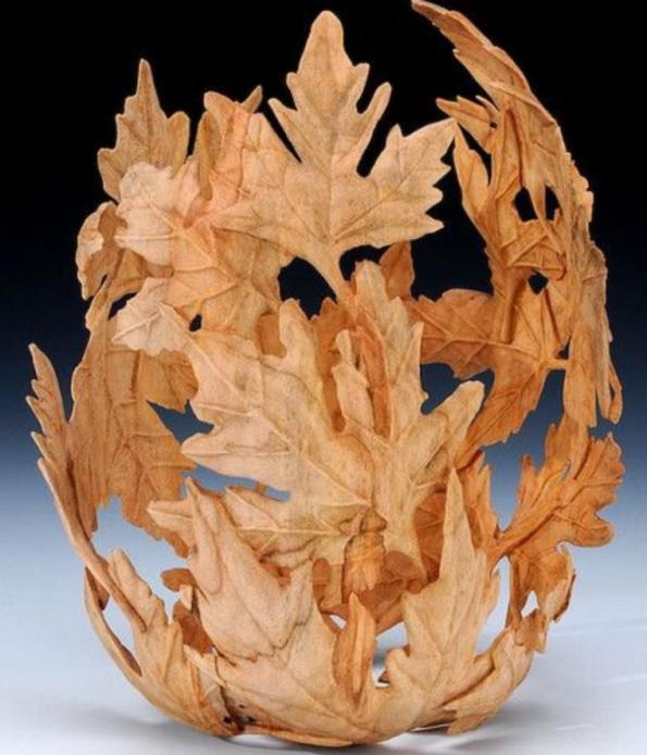 Декоративная ваза из листьев