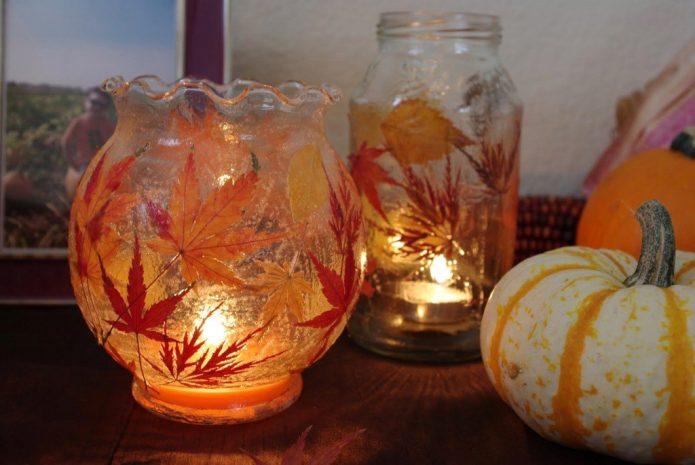 Подсвечники с ярким декором из листьев