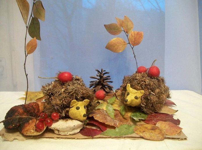 Очаровательная композиция из листьев и природных материалов