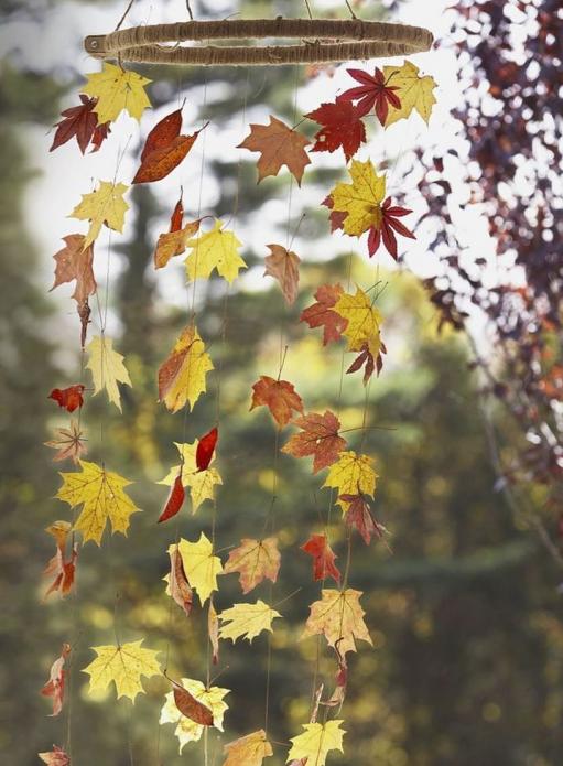 Мобиль из листьев на даче