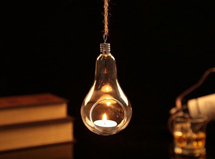 Подсвечник из старой лампочки