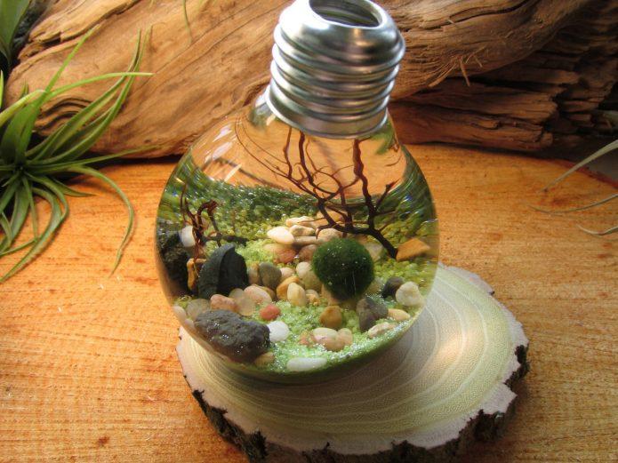 Декоративный аквариум из лампочки