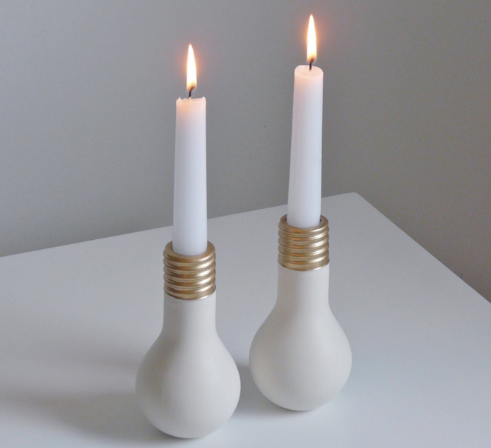 Подсвечники из старых лампочек для высоких свечей