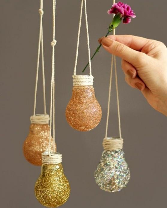 Красивые вазочки для цветов из лампочек