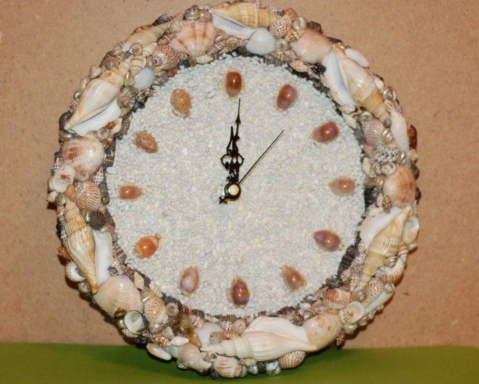 Часы в морской тематитке