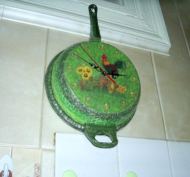 Самодельные часы из старинной сковородки