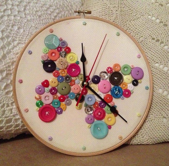 Часы на пяльцах для рукоделия